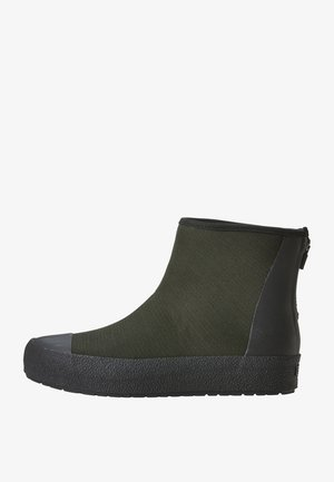 Winter boots - forest gree