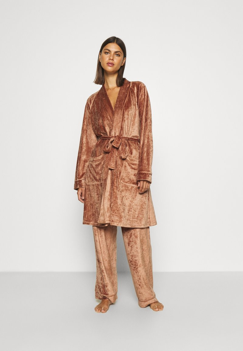 Underprotection - SOPHIE ROBE - Dressing gown - clay