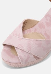 Pepe Jeans - MAIDA ANY - Platform sandals - pink - 7