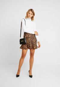 Missguided - O RING ZIP UP LONG SLEEVED - Long sleeved top - white - 1