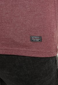 Pier One - Basic T-shirt - mottled bordeaux - 5
