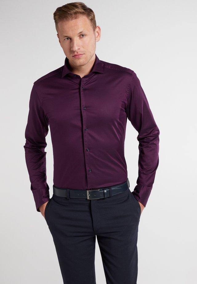 SLIM FIT - Formal shirt - aubergine