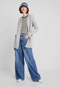 ONLY - ONLKIMBERLY JOYCE LONG CARDIGAN - Strikjakke /Cardigans - light grey - 1