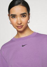 Nike Sportswear - Basic T-shirt - violet shock/black - 3