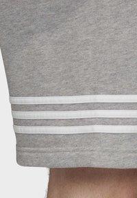 adidas Originals - OUTLINE SHORTS - Shorts - grey - 5