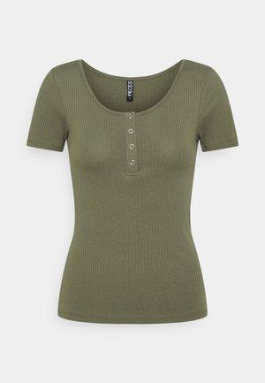 PCKITTE - Print T-shirt - deep lichen green