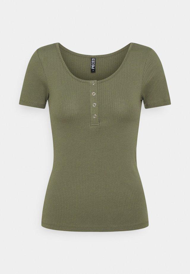 PCKITTE - Basic T-shirt - deep lichen green