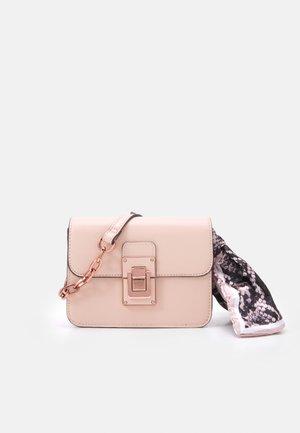 TRAENIA - Across body bag - blush/plum