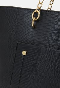 Dorothy Perkins - SLIP POCKET CHAIN HANDLE - Handbag - black lizard - 3