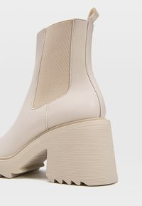 Stradivarius - Classic ankle boots - off-white - 2