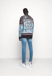 Versace Jeans Couture - FELPA - Bluza - nero - 2
