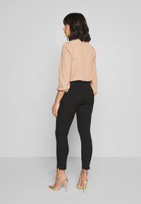 Selected Femme Petite - SLFILUE PINTUCK SLIT PANT - Bukse - black - 2
