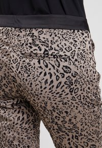 comma - Trousers - taupe - 5