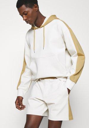 DOUBLEFACE - Shorts - khaki/multi