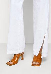 J Brand - BRAIDED TROUSER JOAN - Flared Jeans - braided white - 4