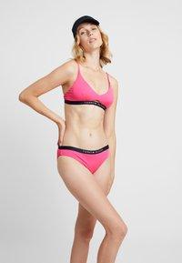 Tommy Hilfiger - CORE SOLID LOGO - Bikini top - shocking pink - 1