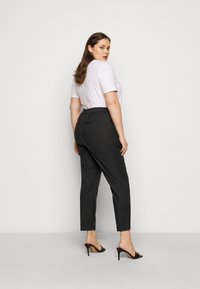 Vero Moda Curve - VMVICTORIA ANTIFIT ANKLE PANTS - Trousers - black - 2