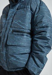 PULL&BEAR - Winter jacket - mottled blue - 5