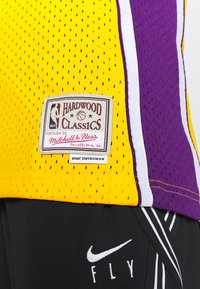 Mitchell & Ness - NBA LOS ANGELES LAKERS WOMENS SWINGMAN SHAQUILLE ONEAL  - Club wear - yellow - 4
