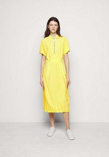 Robe en jersey - yellow