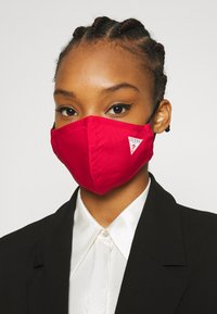 Guess - SINGLE FACEMASK UNISEX - Community mask - tulip red - 2