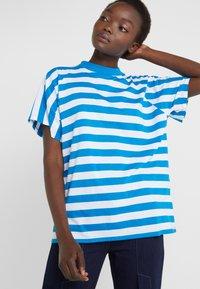 Won Hundred - BROOKLYN STRIPE - Print T-shirt - imperial blue / white - 3