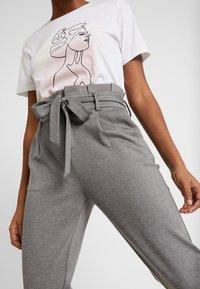 ONLY - ONLPOPTRASH EASY PAPERBAG PANT - Kalhoty - medium grey melange - 5