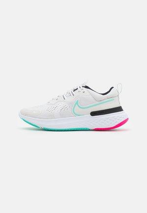 REACT MILER - Neutrální běžecké boty - platinum tint/dynamic turuoise/white