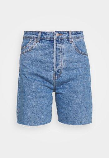 CLASSIC CUTOFF - Shorts di jeans - cindy blue
