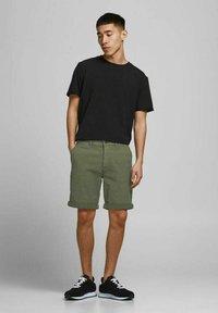 Jack & Jones - Shorts - deep lichen green - 1