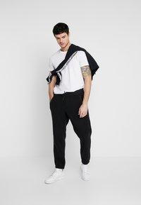 adidas Originals - POLAR PANT - Trainingsbroek - black/silver - 1