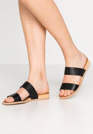 PAYCE - Pantofle - black/multicolor