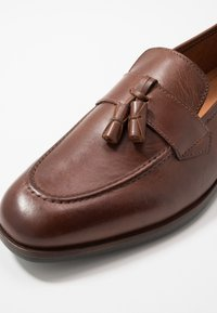 Shoe The Bear - VICENTE - Smart slip-ons - tan - 5