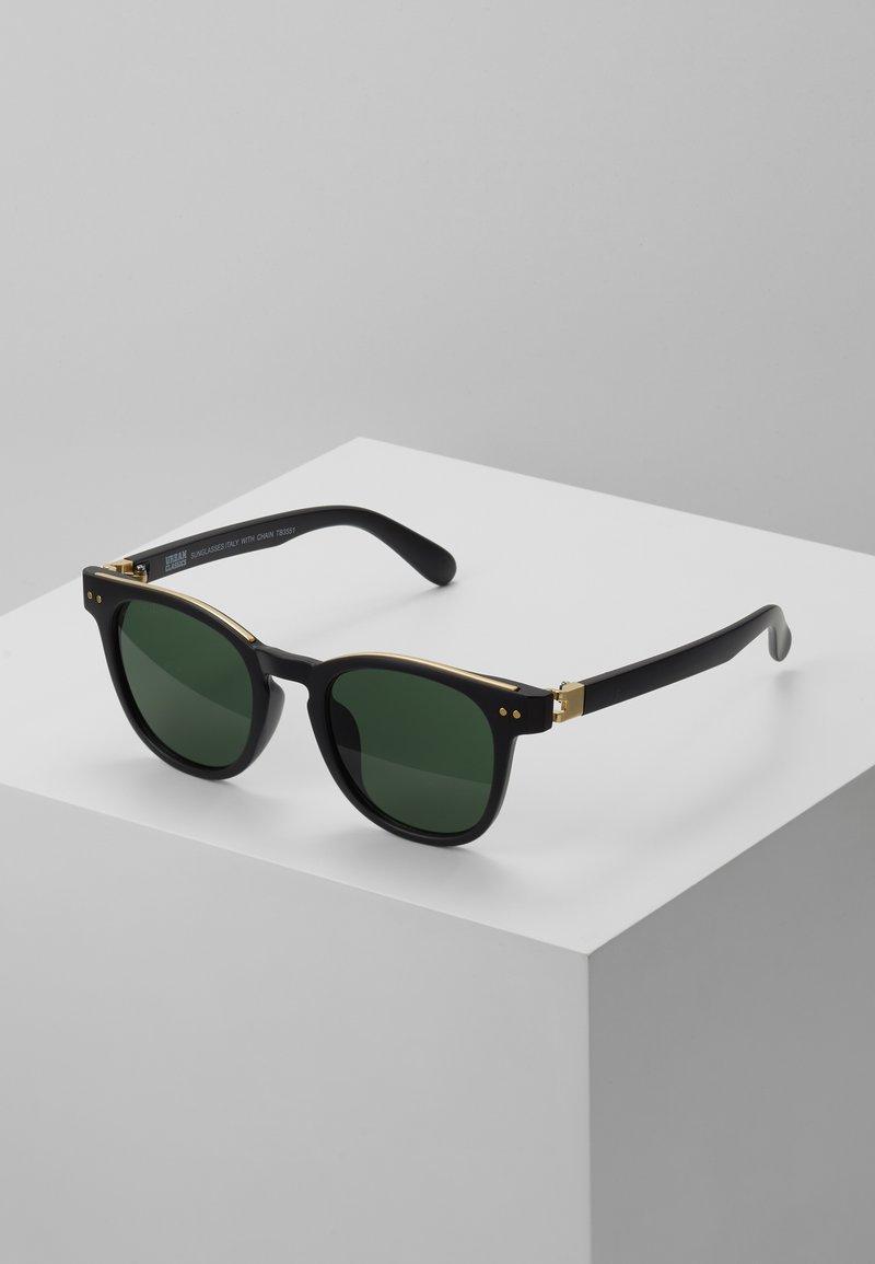 Urban Classics - SUNGLASSES ITALY WITH CHAIN - Sunglasses - black/gold-coloured