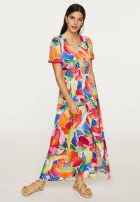 OYSHO - LONG MAXI-FLORAL DRESS 31992115 - Maxi dress - multi-coloured - 0