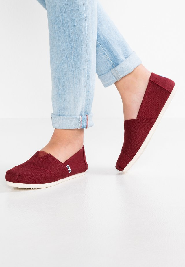 ALPARGATA - Slip-ons - red/black cherry