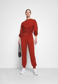 Missguided - JOGGER - Tracksuit bottoms - rust - 1