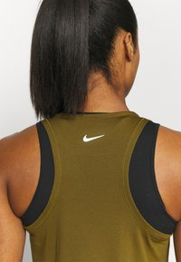 Nike Performance - RUN TANK - Funktionsshirt - olive flak/white - 5