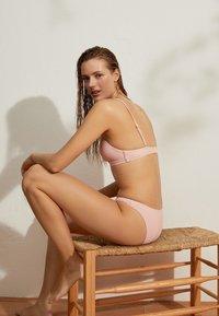 OYSHO - Bikini pezzo sopra - rose - 4