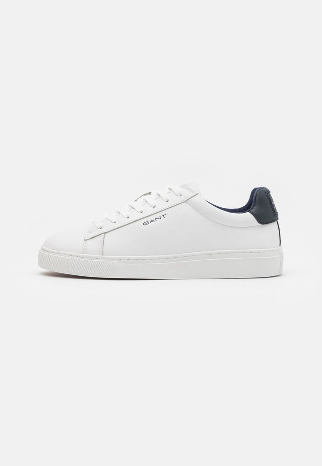 MC JULIEN  - Trainers - white/marine