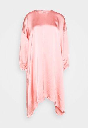 NONCHALANT DRESS - Sukienka letnia - stawberry ice