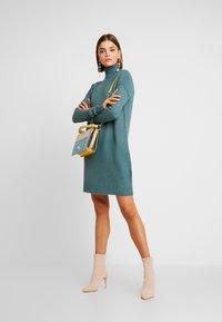 Vero Moda - VMLUCI ROLLNECK DRESS - Sukienka dzianinowa - north atlantic - 2