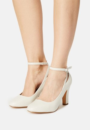 High Heel Pumps - white