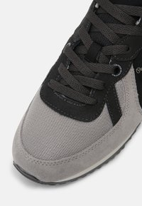 Pepe Jeans - TINKER  - Trainers - grey - 4