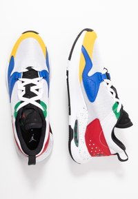 Jordan - AIR CADENCE - Trainers - white/game royal/black/gym red/pine green - 1