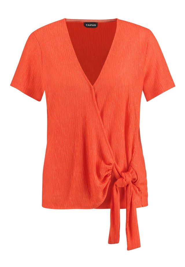 MIT KNOTEN-DETAIL - T-Shirt print - tigerlilly orange
