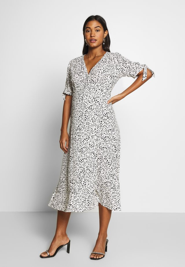 AVA MIDI WRAP DRESS - Kjole - ecru/black