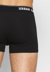 Urban Classics - 3 PACK - Shorty - black - 6