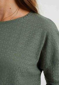 WE Fashion - MET OPENGEWERKT DESSIN - Jumper - sea green - 3