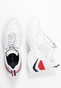 Tommy Hilfiger - INTERNAL WEDGE SPORTY SNEAKER - Trainers - white - 3